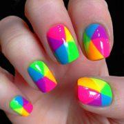 Как стильно накрасить ногти разными