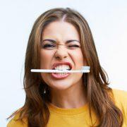 Секреты, как сделать зубы белее в домашних условиях