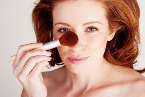 Советы от визажистов, как при помощи макияжа уменьшить нос