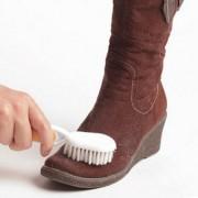 Как и чем чистить замшевую обувь?