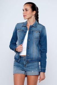 Что одеть с джинсовой курткой?