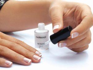 Как сделать французский маникюр на коротких ногтях?