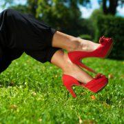 Что одеть с красными туфлями?