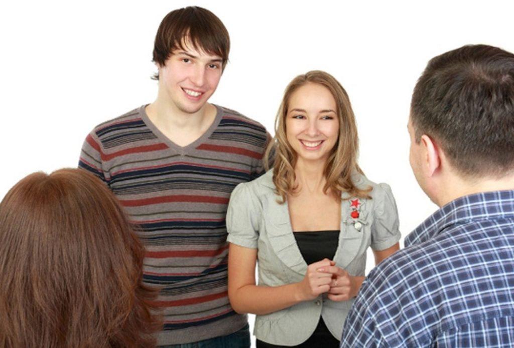 Как вести с родственниками парня при знакомстве