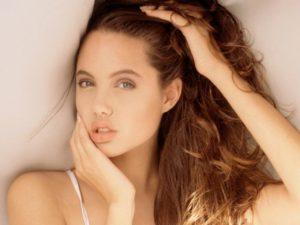 Как выглядит Джоли без макияжа