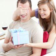 Варианты презентов и поздравлений, которыми можно удивить мужчину на день рождения