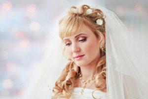 Свадебная прическа на длинные волосы с челкой