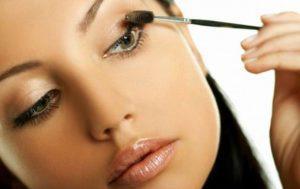 Как правильно наносить базу под макияж