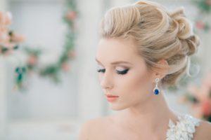 Какую прическу сделать на свадьбу. Варианты и особенности создания образа.