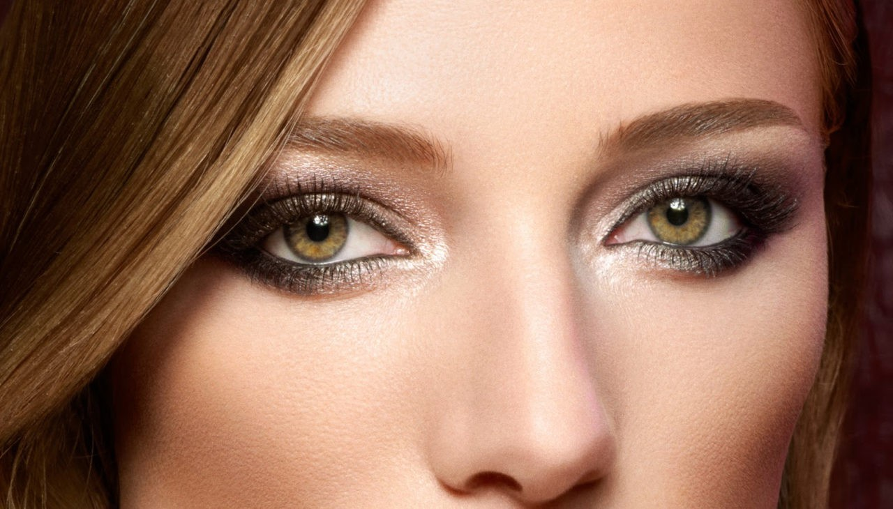 Какой цвет волос подходит под зеленые глаза и смуглую кожу