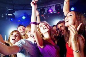 В чем пойти девушке в ночной клуб. Беспроигрышные варианты