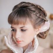 Свадебные прически с фатой и челкой на средние волосы