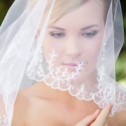 Стильные прически невесты с фатой