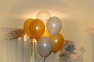 Как оригинально украсить шарами комнату на день рождения