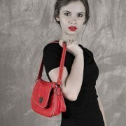 Что должно быть в сумке у девушки