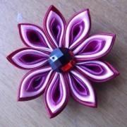 Цветок с крупными лепестками